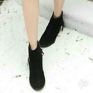 黑色 麋皮絨布 粗跟 尖頭鞋 裸靴