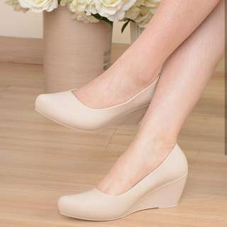 Wedges Bahan Jelly Anti Lecet