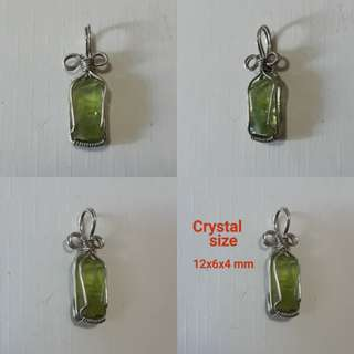 🍀Very nice, Natural Peridot pendant(天然橄榄石吊坠). Wrap in Silver plated copper wire.