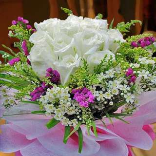 [FREE DELIVERY] 12 White Roses Hand-bouquet (002-WR)