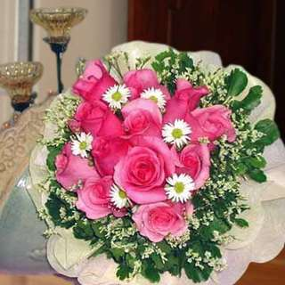 [FREE DELIVERY] 12 Bandung Pink Roses Hand-bouquet (003-PK)