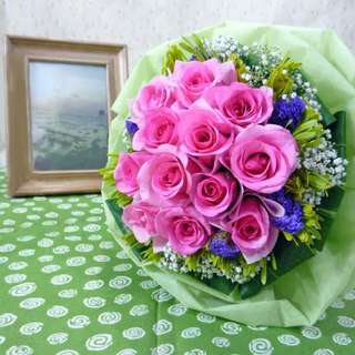 [FREE DELIVERY] 12 Pink Roses Hand-bouquet (004-PK)
