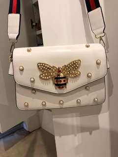 Bee pearls handbag - Gucci style