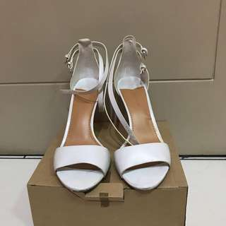 Stradivarius white heels