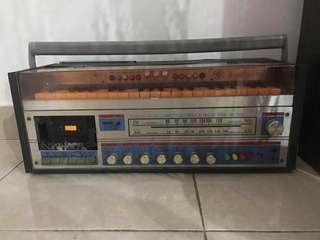 Vintage Piano Radio