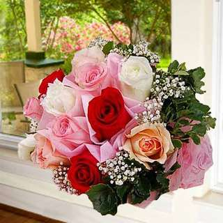 [FREE DELIVERY] 12 Mixed Roses Hand-bouquet (021-MR)