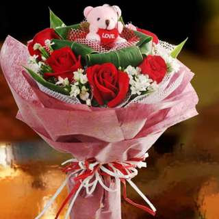 [FREE DELIVERY] 6 Red Roses with Mini-bear Hand-bouquet (035-BR)