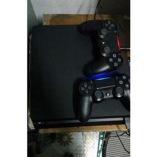 ps4 slim 500gb with 2 ds4 controller and 3 games