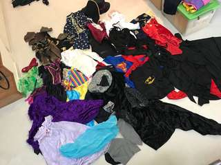 1 lot of children's costumes for dress-up play