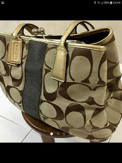 Authentic Coach Handbag(FREE POSTAGE)PRICE REDUCED TO LET GO