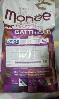 Monge cat food for adult