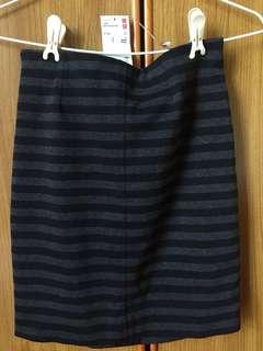 🚚 Uniqlo羅馬布條紋迷你窄裙