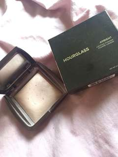 Hourglass Ambient Powder in Dim Light (Full size)