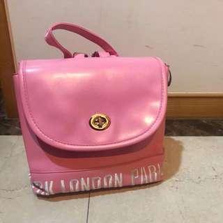 粉紅色雙肩後背包