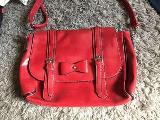 🚚 紅色蝴蝶結側包 #可調整背帶 #肩背或側背 #韓款書包