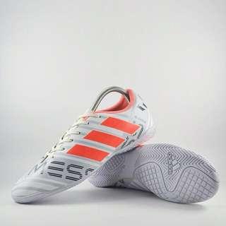 Sepatu futsal nemeziz