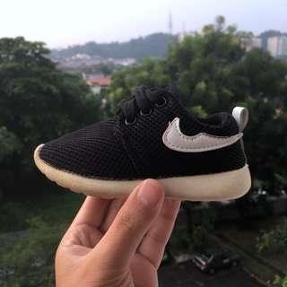 Baby shoe Nike lookalike Size 24