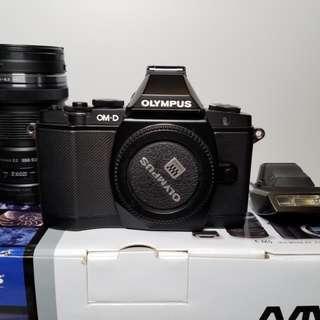 Olympus OMD-EM5 Kit 12-50mm 送B+W加16GB Wifi SD卡