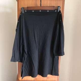 🚚 一字領黑色上衣