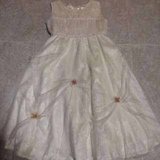 Cream Flowergirl Dress With Lace,Pearls & Flowers (NEGO!)