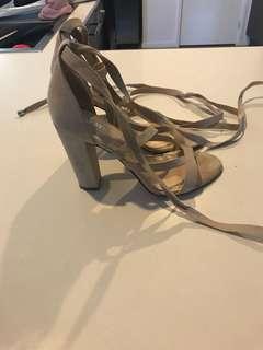 Lipstik heels size 8