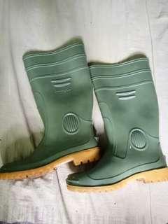 Sepatu boot (panfix)
