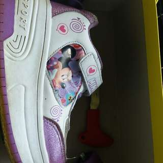 Branded skate shoes (minnie mouse)