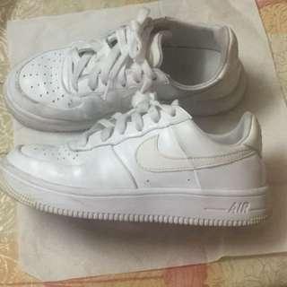 Nike白色學生鞋(AIR)35.5號