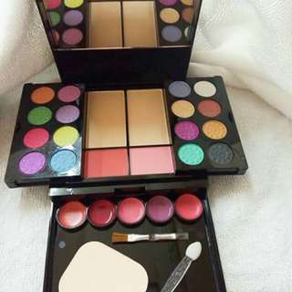 ELEGANCE AND CHARM MAKE UP KIT