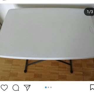 Meja lipat putih
