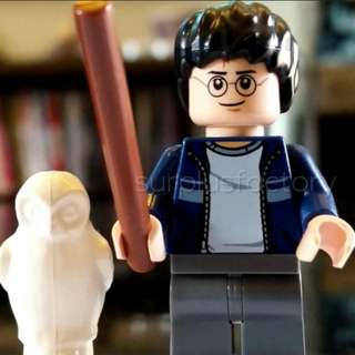 Lego Minifigure Harry Potter Flesh Face with wand and owl