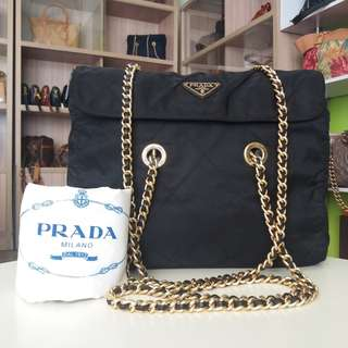 AUTHENTIC PRADA CHAIN SHOULDER BAG MADE IN ITALY TINGGI 27CM X LEBAR 21CM VERY GOOD CONDITION RM830 C.O.D USNASAPRELOVED http://www.wasap.my/60104550163