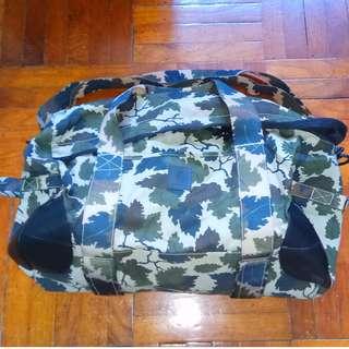 Carhartt WIP 樹葉迷彩特大容量旅行袋