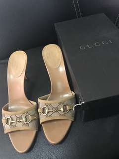 excellent condition authentic Gucci mono slides horsebit with box - 39c - fits 8.5-9.  Heel tips need replacement (200 a pair in quickie)