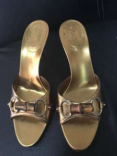 excellent condition authentic Gucci gold slides - 9b fits 9-9.5 with box
