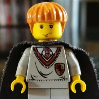 Lego Minifigure Harry Potter Ron Weasley Gryffindor Uniform Yellow Face with cape