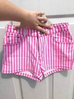 Pinkie stripe shortpants