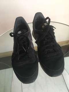 Nike Internationalist Black, Women's 7.5
