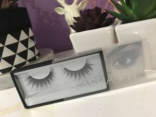 Huda Beauty Lashes Sasha