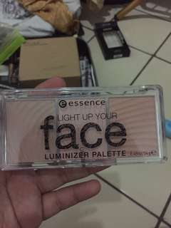 Essence Light Up Your Face Luminizer Pallete
