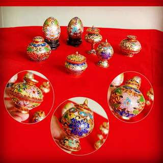 Vintage Hand-made Hand-Painted Jing Tai Lang or Fine Chinese Cloisonne Little Eggs or Covered Container Display items. Size in one of the 4 photos. Mint condition, no chip no crack. All 7 items for $48 clearance offer. Sms 96337309 for fast deal.