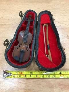 Vintage antique Smallest Violin Frame Display