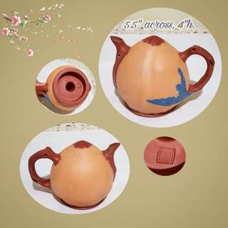 Vintage Clay Teapots or Zhi Sha Hu in the shape of a Shou Tao or Long Life Peach. Water inlet is the hole at the bottom and no lid is needed. Size as in photo. Good condition. $20 clearance offer. Sms 96337309 for fast deal.