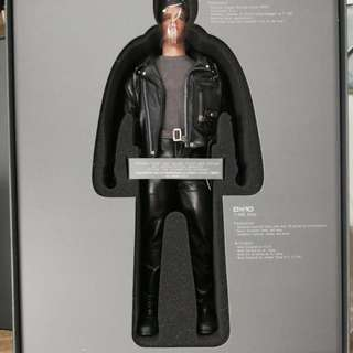 Hot Toys DX10 T-800 T2 figure.
