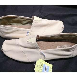 Toms Canvas Shoes