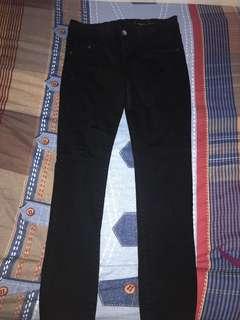 Jeans hitam logo