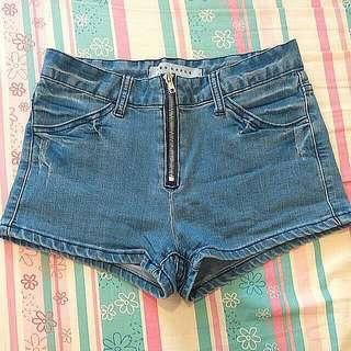 🚚 超顯瘦牛仔短褲