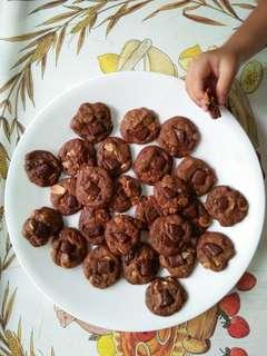 Chunky choco chip cookies