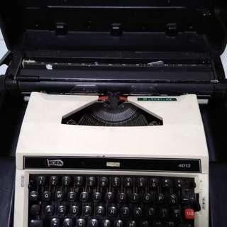 古董手動打字機
