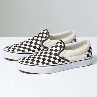 LOOKING FOR VANS CHECKEDBOARD
